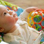 Pomocne zabawki i akcesoria dla najmłodszych
