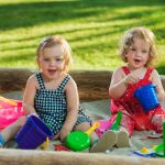 Kupujemy piaskownicę dla dzieci. Co warto wiedzieć i jaką wybrać?